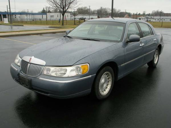 Allstate Insurance Rate Quote For 1999 LINCOLN TOWN CAR SIGNATURE 2WD SEDAN 4 DOOR - 4.6L V8  SFI OHV      NS $222.39 Per Month