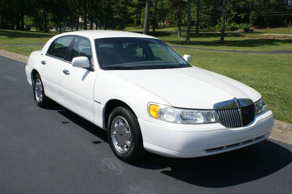 USAA Insurance Rate Quote For 1999 LINCOLN TOWN CAR CARTIER 2WD SEDAN 4 DOOR - 4.6L V8  SFI OHV      NS $88.43 Per Month 9414586