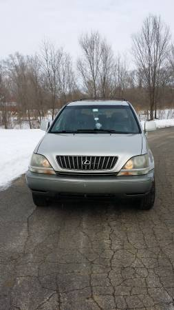 Compare Allstate Insurance Policy Quote For 1999 Lexus RX 300 4D Utility 4WD $90.12 Per Month
