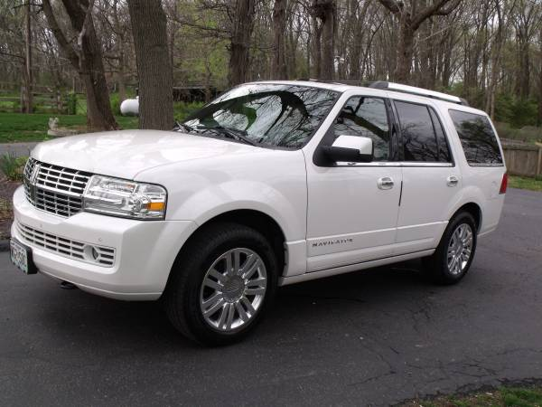 Insurance Rate for 2013 Lincoln Navigator 4WD - Average Quote $324 per Month