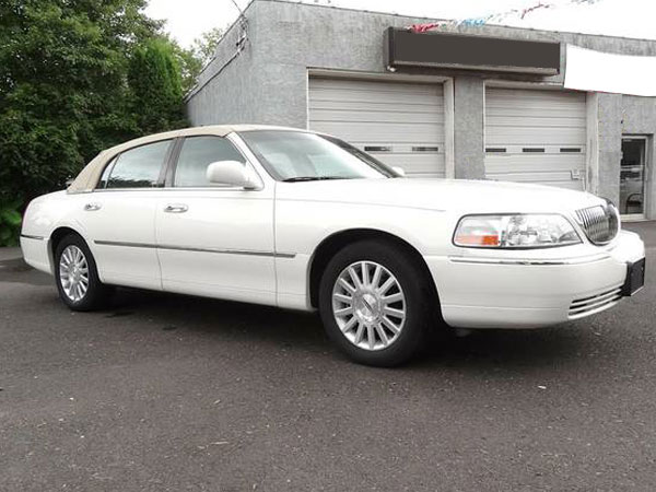 2003 Lincoln Town Car Executive Insurance $100 Per Month